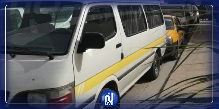 سيدي بوزيد: عدد من أصحاب سيارات النقل الريفي يغلقون الشارع الرئيسي