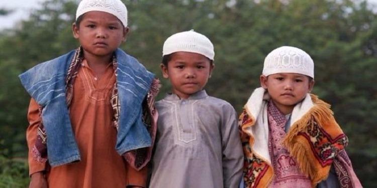 إندونيسيا: إجبار شعب أورانج ريمبا على إعتناق الدين الإسلامي (صور)