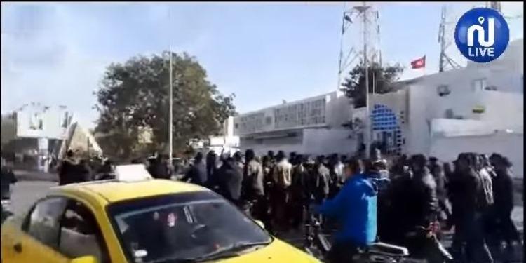 قابس: مسيرة سلمية تجوب الشوارع الرئيسية للمدينة (فيديو)