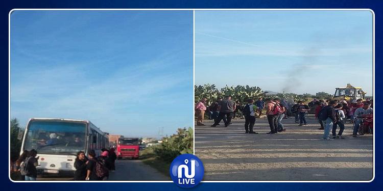 النفيضة: غلق الطريق بمنطقة الذهابية للمطالبة بإنشاء مشاريع تنموية (صور)