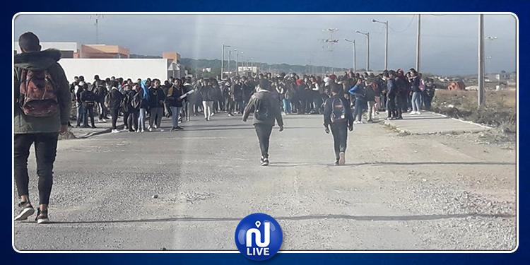 القصرين: تلاميذ المدرسة الإعدادية بالعيون ينفذون وقفة احتجاجية تنديدا بمقتل زميلتهم (صور)