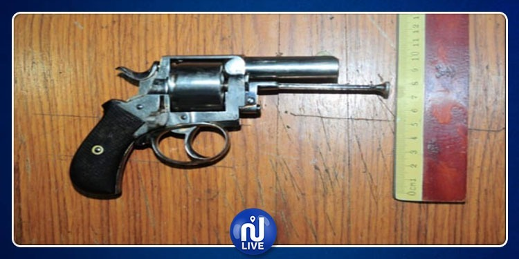 الكاف: ايقاف شاب بحوزته مسدس حربي