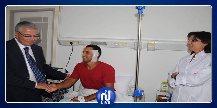 وزير الدفاع  يزور العسكري المصاب في حادثة جرزونة (صور)