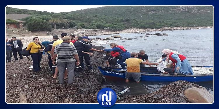 طبرقة: اصطدام مركب ترفيهي بالصخور وانقاذ 29 شخصا (صور)