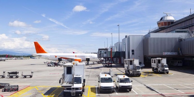 طفلة سويسرية تخدع أمن مطار جنيف!