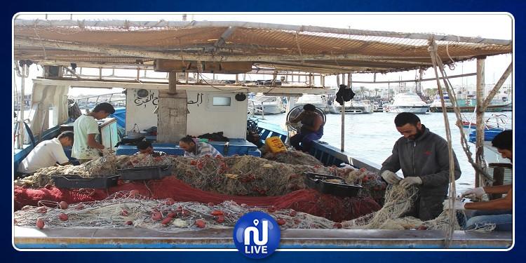 مدنين: بحارة حومة السوق يدخلون في اعتصام مفتوح ويغلقون مدخل الميناء