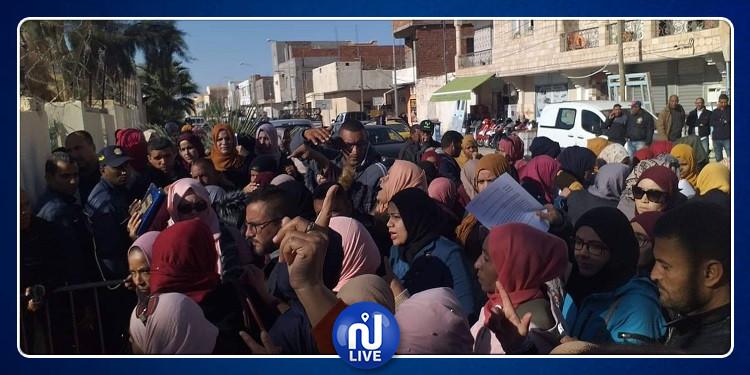 قبلي: وقفة احتجاجية أمام مقر الولاية تنديدا بمقاييس الانتداب بالمناظرات