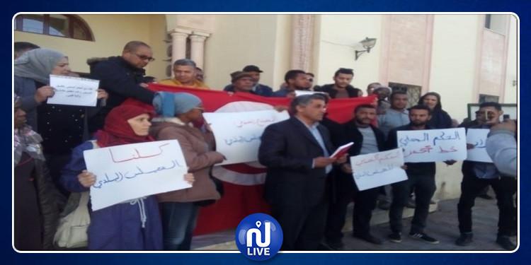 قبلي: وقفة تضامنية من ممثلي الجمعيات والمجتمع المدني مع أعضاء المجلس البلدي(صور)