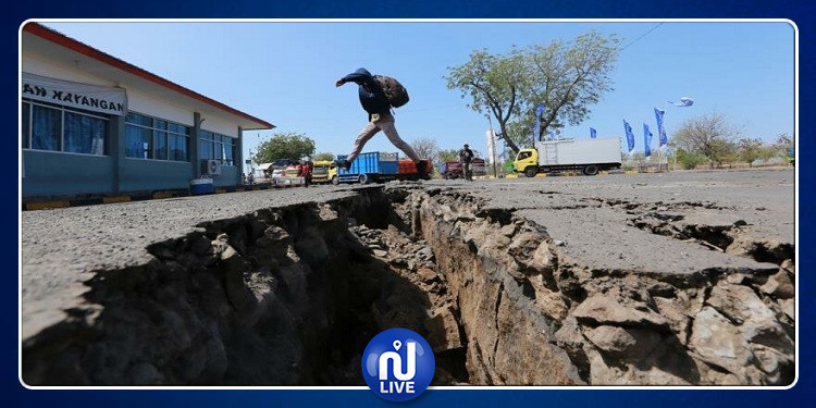 زلزال بقوة 7.4 يضرب سواحل إندونيسيا وتحذير من وقوع تسونامي