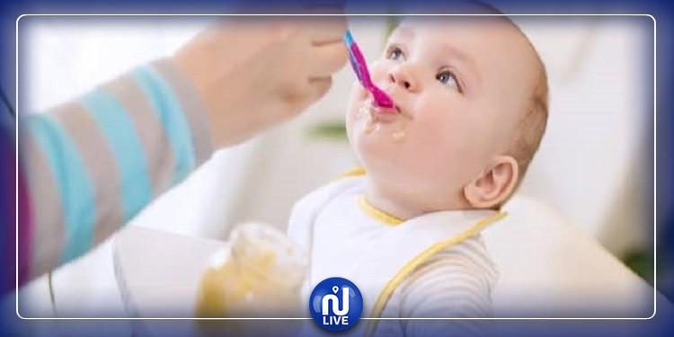 متى يتناول الرضيع الأطعمة الصلبة ؟