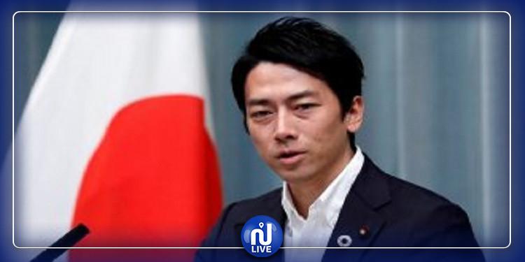 اليابان: وزير يحصل على ''إجازة أبوة'' لرعاية طفله