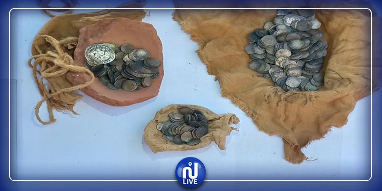 مصر: اكتشاف 370 عملة أثرية نادرة داخل كنيسة (صور)