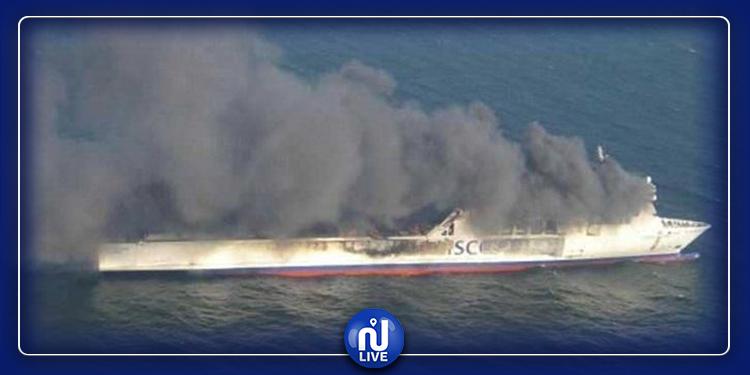 تزامنا مع تصاعد التوتر بين الولايات المتحدة وإيران.. حريق في سفينة بدبي