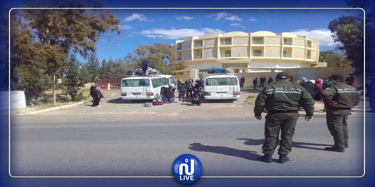 اجلاء 61 تونسيا من القطر الجزائري عبر المعبر الحدودي ببوشبكة (صور)