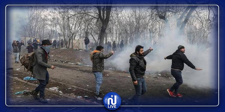 الشرطة اليونانية تواجه المهاجرين بالغاز المسيل
