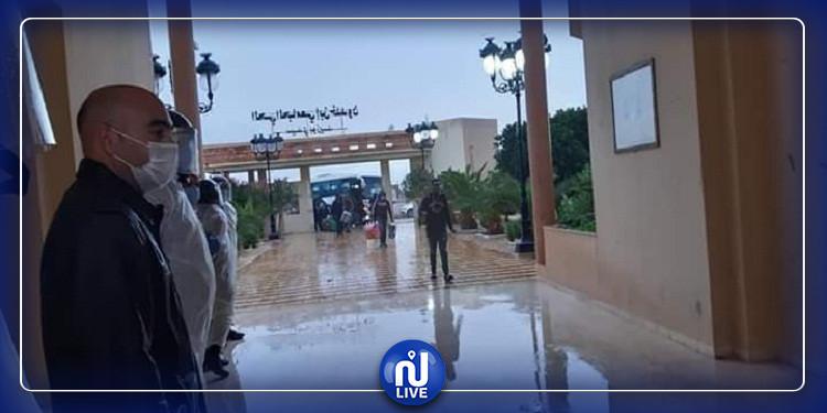 سيدي بوزيد: استقبال 25 شخصا كانوا عالقين بمعبر راس جدير بالحجر الصحي الاجباري (صور)
