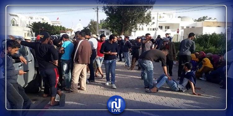 سيدي بوزيد: أهالي العالقين في ليبيا يطالبون بإجلاء أبنائهم