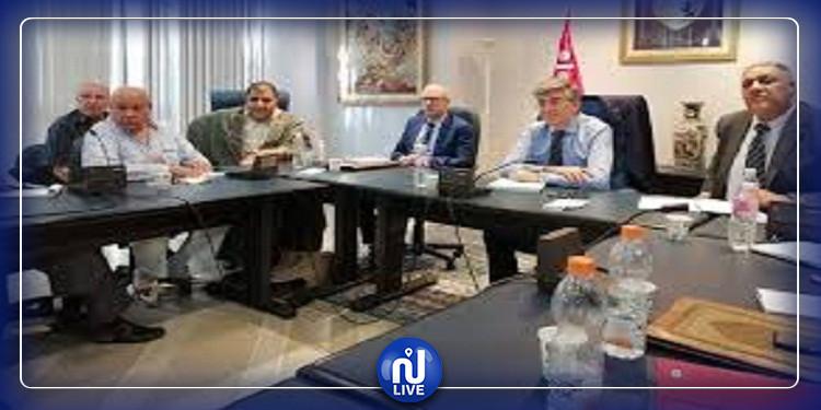 اتفاق بين وزارة السياحة والجامعة الوطنية للصناعات التقليدية على تدارس اشكاليات القطاع