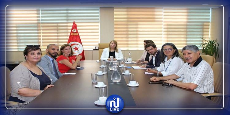 وزيرة العدل تلتقي وفدا عن ممثلي منظمات وجمعيات حقوق الإنسان ومناهضة التعذيب