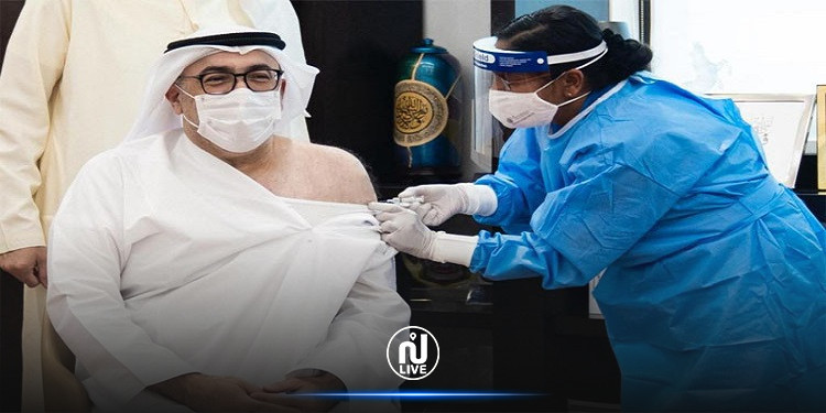 كورونا: وزير الصحة الإماراتي يتلقى أول جرعة من اللقاح