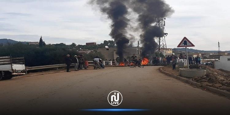 غار الدماء: قطع الطريق وحرق العجلات المطاطية احتجاجا على البنية التحتية (صور)