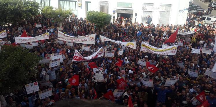 الآن في صفاقس مسيرة من أمام الاتحاد الجهوي إلى مقر الولاية للمطالبة بالترفيع في أجور القطاع الخاص
