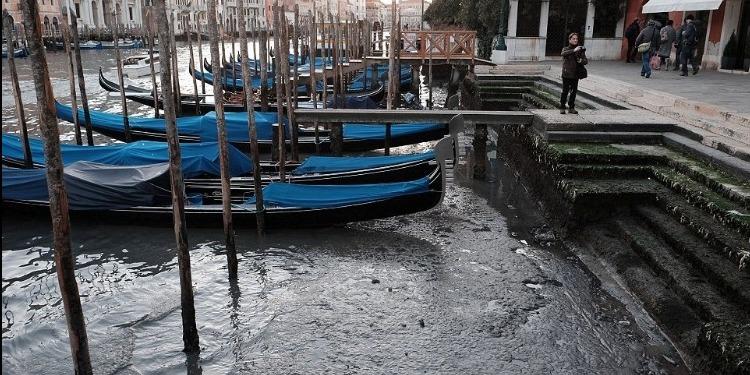 ظاهرة غريبة تشهدها البندقية: المياه تختفي من المدينة العائمة (صور)