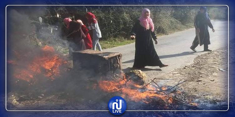 احتجاجا على انقطاع المياه: سكان الجوايرية يقطعون الطريق (صور)