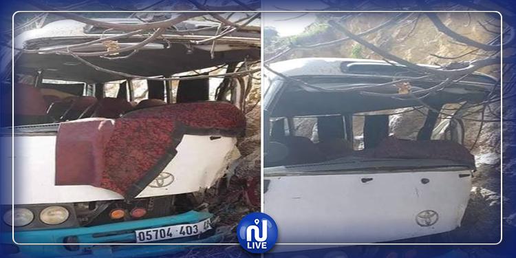 قتيل و26 جريحا في انقلاب حافلة جزائرية