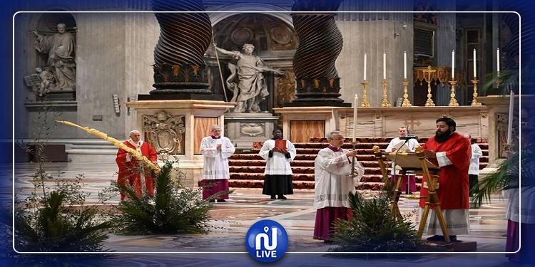 Le pape François célèbre la messe des Rameaux sans fidèles