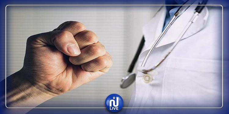 قبلي: تعرّض طبيب بقسم الاستعجالي بالمستشفى الجهوي الى الاعتداء