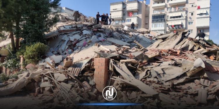 انهيار 20 مبنى جرّاء الزلزال في مدينة إزمير التركية (صور)