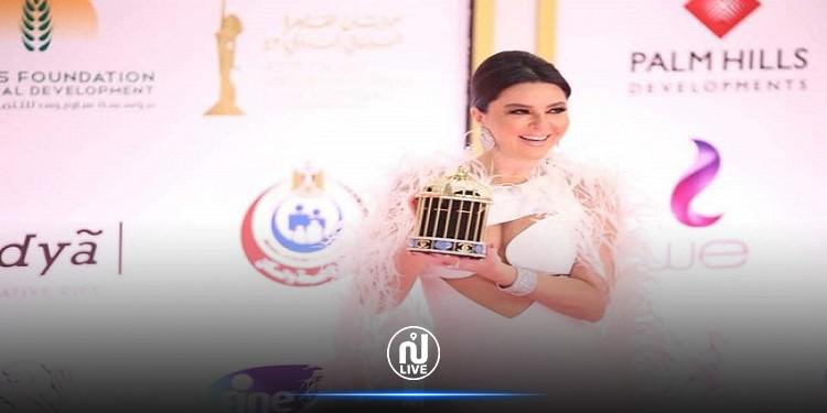 تونسية تثير الجدل باطلالتها في مهرجان القاهرة السينمائي (صور)