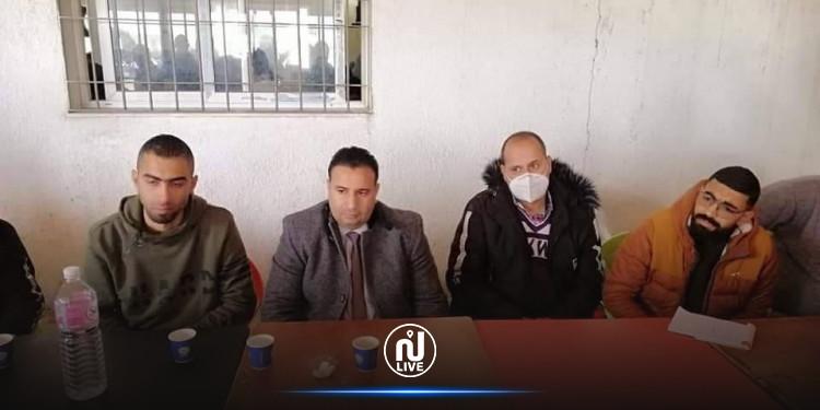 النائب محمد الصالح اللطيفي يستمع الى مشاغل المواطنين بجدليان