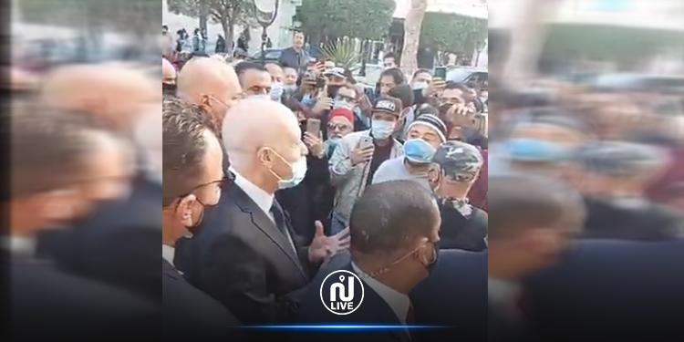 قيس سعيّد في جولة بشارع الحبيب بورقيبة (فيديو)