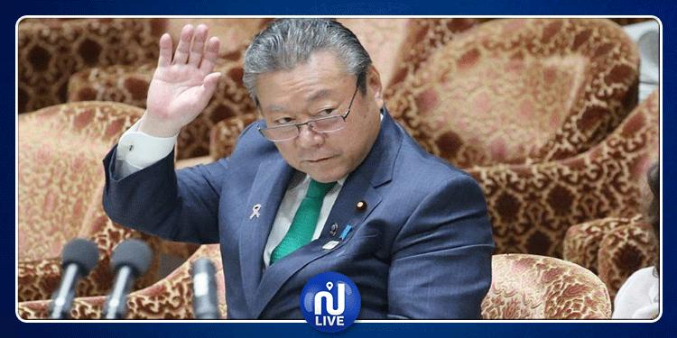 وزير ياباني يعتذر علنا بعد تأخره عن اجتماع 3 دقائق (صور)