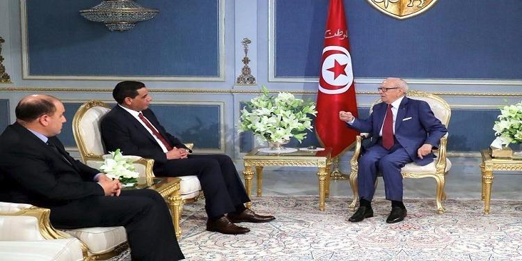الباجي قايد السبسي يهاتف خليفة حفتر خلال لقائه بنائب رئيس المجلس الرئاسي الليبي