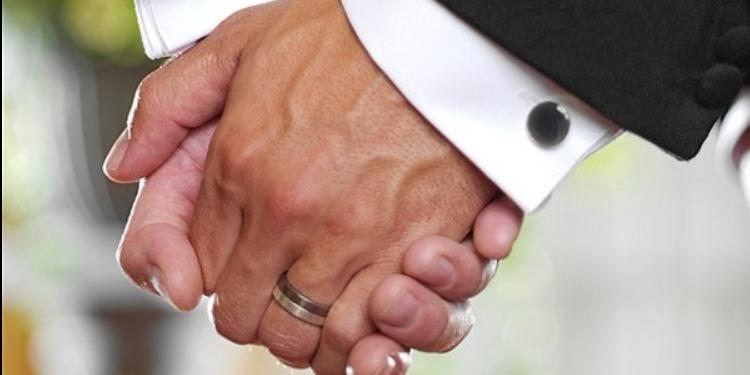 ايرلندا: رجلان يُقرران الزواج بسبب الضرائب!