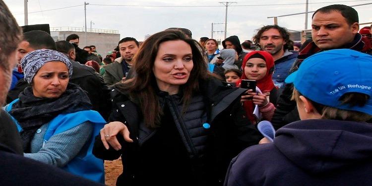 انجلينا جولي  تزور مخيّم الزعتري للاجئين السوريين في الأردن (صور)