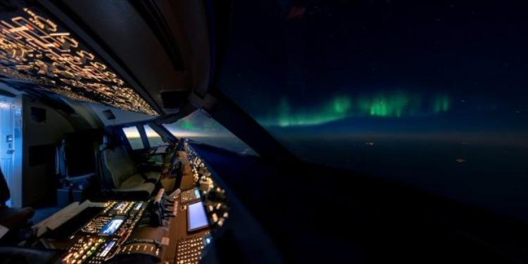 طيار يرصد من قمرة قيادته أجمل المشاهد الطبيعية للمجال الخارجي (صور)