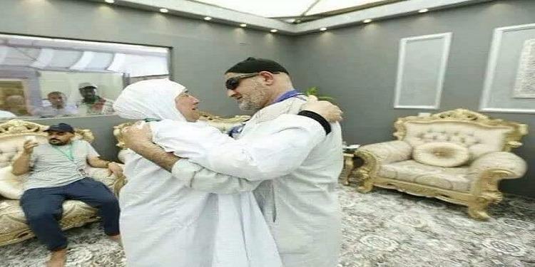 بعد فراق دام 15 عاما: الحج يجمع شقيقين فرّقهما الإحتلال الصهيوني