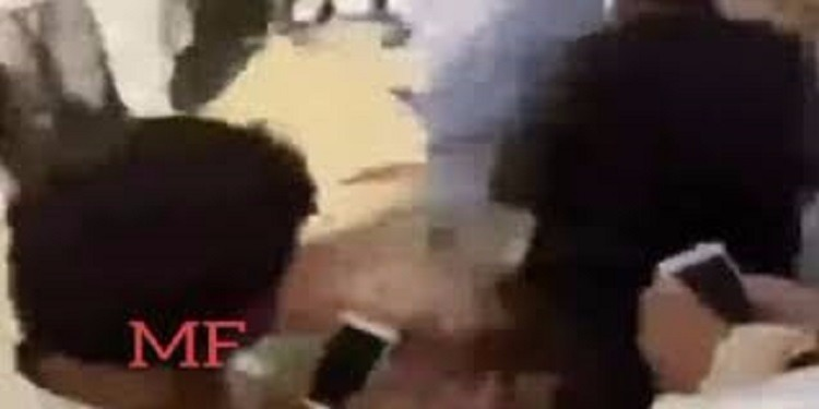 باكستان: طلاب جامعيون يتهمون زميلهم بالكفر والتجديف ثم يقتلونه ضربا (فيديو)
