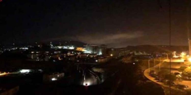 ضربات عسكرية أميركية وبريطانية وفرنسية تستهدف مواقع في سوريا (فيديو)
