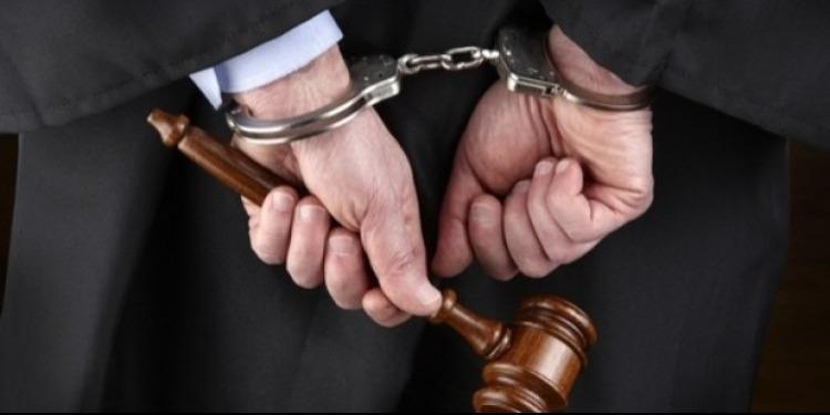 بطاقة إيداع بالسجن في حق محام محكوم بالمؤبّد