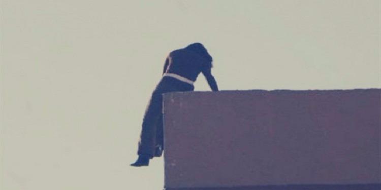 وجد عشيقها داخل الخزانة: مصرية تقفز من الطابق الثالث هربا من زوجها