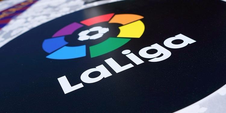 البطولة الإسبانية : إشبيلية ولاكورونيا يفوزان...واليوم الحسم في اللقب بين ريال مدريد وبرشلونة