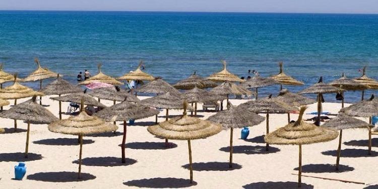 بنزرت: تنفيذ قرار إزالة اكثر من 40 مظلة شمسية بالشاطئ