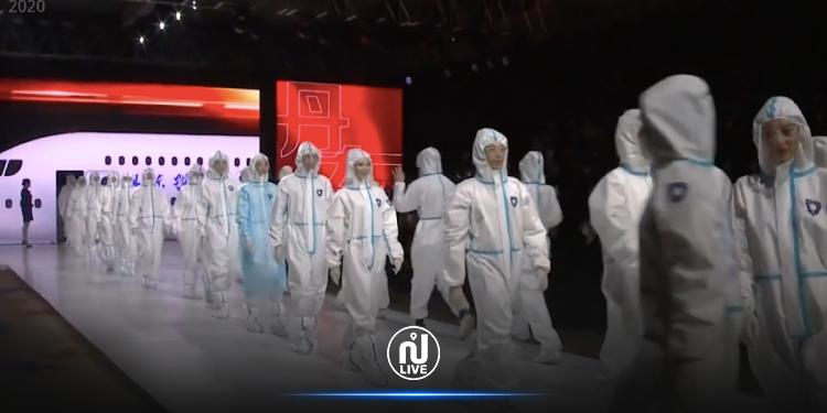 Des tenues anti-Covid dans un défilé de mode !