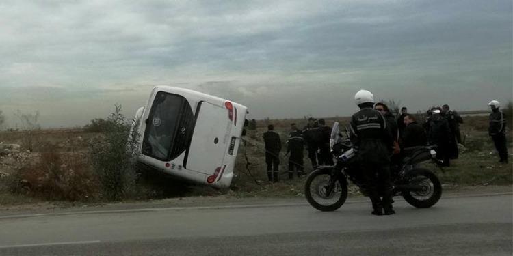 مقرين: إنقلاب حافلة يعطل حركة المرور