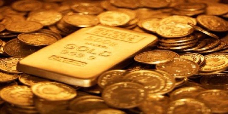 الذهب يرتفع مع تراجع الدولار والأسهم